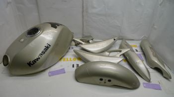 KAWASAKI ER5 C-1 BREAKING.  FUEL TANK & FAIRINGS 7 ITEMS  #5(CON-D)